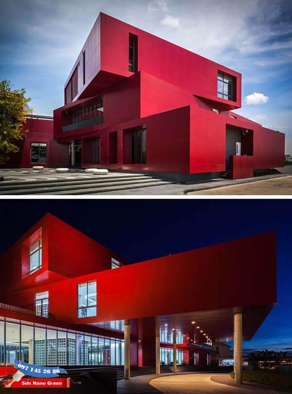 Màu sơn tường nhà bên ngoài màu màu đỏ giúp thu hút mọi ánh nhìn - SonnanoGreen.com